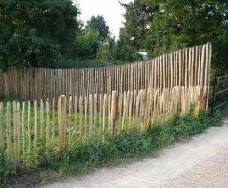 Barrières extérieures en bois.