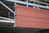 Préfabrication de parements à base de briques non maçonnées.